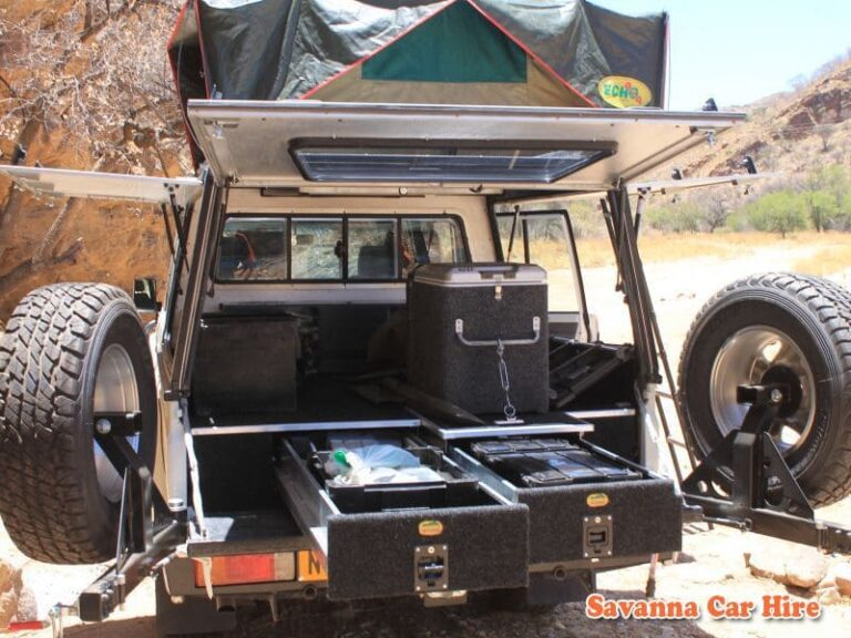 Toyota Landcruiser Double Cab V8 (Group LC1 - Expedition Model - Camping 2 Pax)