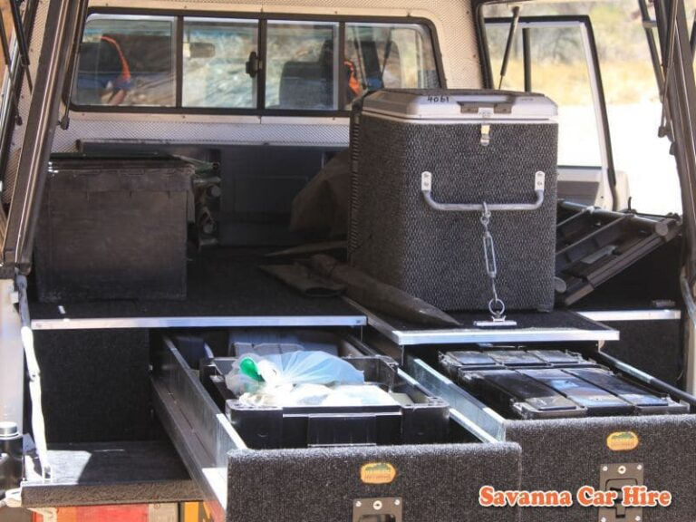 Toyota Landcruiser Double Cab V8 (Group LC2 - Expedition Model - Camping 3 - 5 Pax)